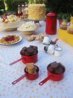 Encontrando Ideias: Decoração de Festa Junina!! Gostei dos utensílios em ágata. Bem interior...