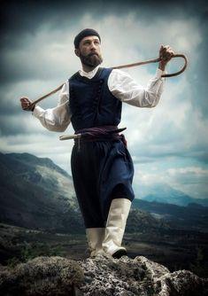 Mediterranean People, Folk Costume, Costumes, Greek Culture, Crete, World Cultures, Bradley Mountain, Photoshoot, Traditional