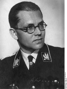 Philipp Bouhler  war Chef von Hitlers Kanzlei und wurde zum Leiter des...