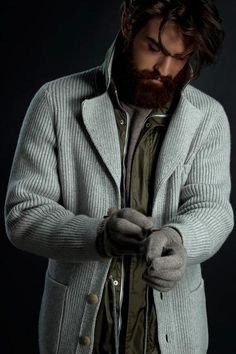 Knit Dreams from MitiMota - mypantalones: Fioroni layering game: the. Mens Long Cardigan, Mens Knitted Cardigan, Knit Jacket, Men Sweater, Mens Fashion Sweaters, Knitwear Fashion, Men's Knitwear, Stylish Men, Men Casual