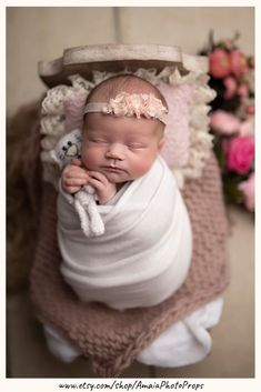 """Looking for perfect wraps for newborn photography? Click through and check our super soft & stretchy wraps from collection """"Stella"""" and find out why photographers love them Newborn Posing, Newborn Shoot, Newborn Photo Props, Baby Girl Newborn, Newborn Photography Tips, Girl Photography, Children Photography, Foto Baby, Posing Ideas"""