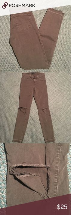 J brand Skinny Leg Jeans 'Jungle' Adorable flattering comfy jeans! Great color. I did rip the knee (see photo), but besides that they are in awesome condition. They fall right below my ankle. J Brand Jeans Ankle & Cropped