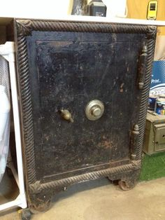 Antique Safe, Safe Vault, Oldies But Goodies, Flooring, Antiques, Collection, Antiquities, Antique, Wood Flooring