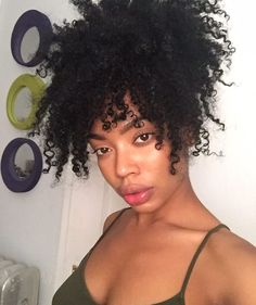 Natural healthy hair tips for those who wants to see long lasting hair growth. Get in the habit of doing certain things daily that would help grow the hair Natural Hair Inspiration, Natural Hair Tips, Natural Hair Journey, Natural Curls, Natural Hair Styles, Coily Hair, Wavy Hair, Kinky Hair, Afro