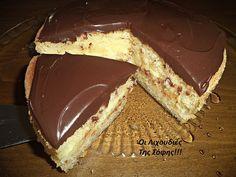 Μια συνταγή...2 τούρτες!!! ''Τούρτα Κωκ'' και ''Τούρτα λευκή'' με το ιδιο παντεσπάνι και την ίδια κρέμα!! ΥΛΙΚΑ ΓΙΑ ΤΟ ΠΑΝΤΕΣΠΑΝΙ 4 αυγά 1/2 κούπα ζάχαρη (100 γρ.) 1 κούπα αλεύρι (100γρ.) 50 γρ.βού... Greek Sweets, Greek Desserts, Party Desserts, Summer Desserts, Chocolate Sweets, Chocolate Recipes, Sweet Recipes, Cake Recipes, Greek Cake