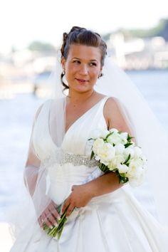 8025b03995af Kenza i bröllopsklänningar - BröllopsGuiden | Mode & styling ...