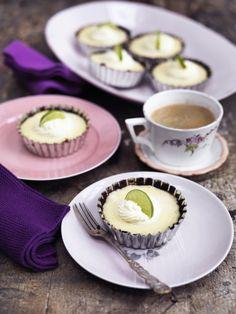 Efter julens tunge desserter og smørfyldte kager, trænger vi til noget friskt! Vi giver dig 10 gode bud på sødt med et friskt strejf.