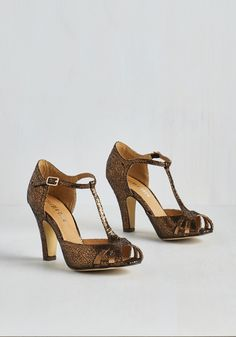 Take a Crackle at It Heel. Have a go at glamming up with the unique glisten of these metallic heels by Chelsea Crew! #bronze #modcloth