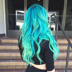 Bright color dyed hair by Guy Tang - Haarfarben - Hair Color Cute Hair Colors, Bright Hair Colors, Hair Dye Colors, Hair Color Blue, Cool Hair Color, Colorful Hair, Blue Green Hair, Teal Blue, Ombre Colour