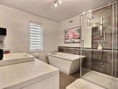 Maison à étages - Via Capitale Condo, Empty Room, Alcove, Kitchen Island, Bathtub, Bathroom, Rooms, Stylish, Home Decor