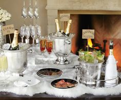 Champagne bar, cocktail suggestions, French 75 etc Bubbly Bar, Champagne Bar, Chrismas Party Food, New Years Eve 2017, Cider Bar, Party Spread, Sweet Wine, Nye Party, Christmas Cocktails