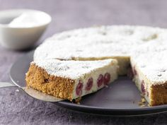 Ricotta-Quark-Kuchen - mit Sauerkirschen - smarter - Kalorien: 234 Kcal - Zeit: 20 Min. | eatsmarter.de