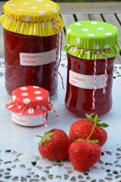 Dreierlei Erdbeermarmelade: Erdbeer, Erdbeer-Holunder und Erdbeer-Vanille