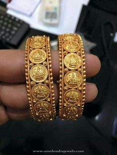 South Indian Jewellery Designs For Brides to Look Drop Dead Gorgeous Kids Gold Jewellery, Real Gold Jewelry, Gold Jewelry Simple, Coin Jewelry, Gold Jewellery Design, Kerala Jewellery, Indian Jewelry Sets, Greek Jewelry, South Indian Jewellery