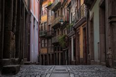 Porto Through The Lens - Words and Photography by Pete Heck 23.11.2015 | Porto, Portugal invigorated my creative side. My photography sessions gave me many reasons to love this city. Photo: Porto Back Streets