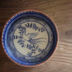花鳥文銅鑼鉢。  これも本日からの#麻乃屋 さんでの二人展に出しています。  #ceramic #pottery #handcraft #tableware #blueandwhite #磁器 #器 #うつわ #染付 #銅羅鉢 #鳥 #鳳凰 #稲村真耶