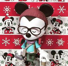 So excited to finally share this fun bit of news! A #HipsterMickey vinyl figure will be available in 2016! We've been working on this one for a while and I'm thrilled he's ready for his debut. I'll post more details as they become available! #WonderGroundGallery #Disney #MickeyMouse Screen-grab from Sergio Lopez on Twitter