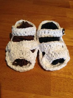 Crochet Baby Sandals with Button by CogarCrochet on Etsy, $10.00