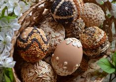 Eco-friendly Easter - Dye and decorate Easter eggs naturally Easter Egg Dye, Easter Bunny, Diy Arts And Crafts, Crafts For Kids, Lego, Easter Celebration, Egg Decorating, Egg Shells, Spring Crafts