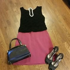 The Bannana Republic Rose Colored tailored skirt Soft Dusty Rose Taylor skirt with liner perfect for business or professional attire. Above knee Bannana Republic  Skirts Midi