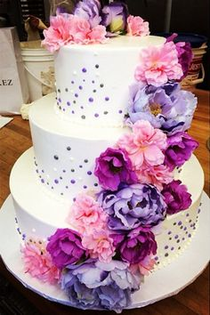 Tolle Hochzeitstorte mit Blumendeko