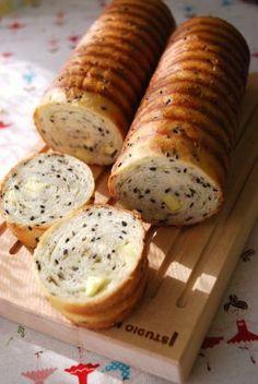 「黒ごまたっぷり!スリムラウンドパン」ayaka | お菓子・パンのレシピや作り方【corecle*コレクル】
