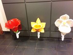 These flowery urinals are at a garden center Botanical Bathroom, Need To Pee, Pokemon, Just For Laughs, Mind Blown, Best Funny Pictures, Funny Photos, Flower Power, At Least