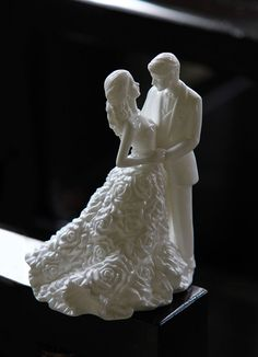 Monique Lhuillier Waterford China Sunday Rose Bride and Groom Cake Topper