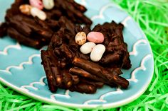 Im making this for Easter at aunt Judy's this year!  :)   Chocolate Pretzel Bird Nests -easy, no baking required