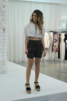 The perfect balance between sexy and stylish: crop-top and high-waist shorts by JAC. High Waisted Shorts, Short Dresses, Crop Tops, Stylish, Sexy, How To Wear, Outfits, Fashion, Short Gowns