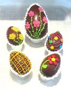 Resultado de imagen para huevos de pascua chocolate Sugar Eggs For Easter, Easter Egg Cake, Easter Bunny, Chocolates, Cake Models, Chocolate Sculptures, Afternoon Snacks, Easter Crafts, Food And Drink