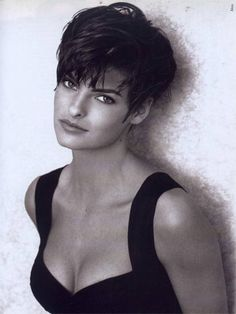 nice Coupe courte pour femme : Chameleon: The Many Looks of Linda Evangelista Very Short Haircuts, Short Hairstyles For Thick Hair, Short Hair Cuts, Trendy Haircuts, Pixie Cuts, Pixie Haircuts, Braid Hairstyles, Teenage Hairstyles, Layered Hairstyles