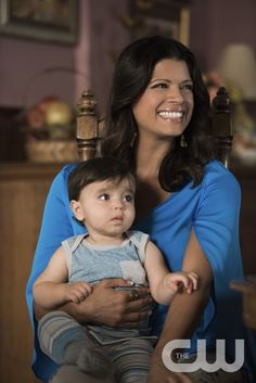 """Jane The Virgin -- """"Chapter Thirty-One"""" -- Image Number: JAV209a_0078.jpg -- Pictured: Andrea Navedo as Xo -- Photo: Eddy Chen/The CW -- © 2015 The CW Network, LLC. All rights reserved.pn"""
