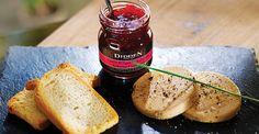 Foie gras cu dulceata- Una dintre cele mai reprezentative retete frantuzesti este foie gras. Pentru a prepara cu succes aceasta delicatesa este nevoie de rabdare si atentie, insa efortul merita depus. Incearca aceasta reteta si serveste o masa rafinata! Foie Gras, Chutney, Camembert Cheese, Dairy, Food, Essen, Meals, Chutneys, Yemek
