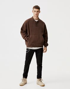 Buy the latest men's sweatshirts at PULL&BEAR. Color block, slogan, camo, faux sheepskin, or oversized sweatshirts for men to bring out your modern side. Camo Sweatshirt, Pull & Bear, Mens Sweatshirts, Slogan, Men Sweater, Normcore, Hipster, Spring Summer, Long Sleeve