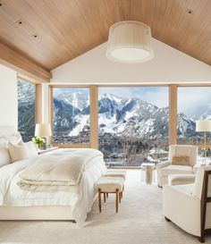 We talk to Victoria Hagan about her latest tome, Dream Spaces, and hear her thoughts on the beauty of the second home. Chalet Interior, Interior Design, Aspen House, Colorado Homes, Aspen Colorado Cabins, Colorado Springs, Colorado Mountain Homes, Suites, Luxurious Bedrooms