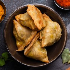 Take your kitchen skills to the next level with this Online Teens Series: Dumplings from Around the World (ET) class from Sur La Table. Reserve your spot today at our Seattle, Washington location. Indian Snacks, Indian Food Recipes, Asian Recipes, Ethnic Recipes, Asian Foods, Samosas, Tea Time Snacks, Easy Snacks, Healthy Snacks