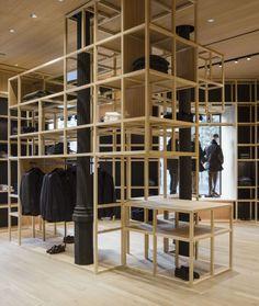 Francesc Rifé Retail. Tienda de moda Nino Fernández en Barcelona. Estructuras de madera, cristal y espejo en el antiguo Colmado Quílez. #fashion #retail #moda #interiordesign #interiorismo #glass #furniture #light #wood