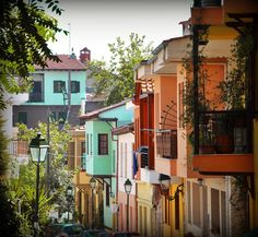 Thessaloniki, Ano Poli : the colourful old town near the Castles Thessaloniki, Most Beautiful Cities, Amazing Places, European Tour, Greece Travel, Old Town, Travel Photos, The Good Place, The Neighbourhood