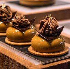 caramel chocolate dessert