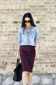 Cool outfit idea: Gorgeous chambray top, red lips and tartan skirt street fashion Chemise Chambray, Chambray Top, Denim Top, Denim Jeans, Plaid Pencil Skirt, Plaid Skirts, Pencil Skirts, Tartan Skirt Outfit, Flannel Skirt