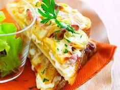 Découvrez la recette Croque tartiflette sur cuisineactuelle.fr. Cooking Recipes For Dinner, Snack Recipes, Snacks, Cas, I Love Food, Good Food, European Cuisine, Wrap Sandwiches, Street Food