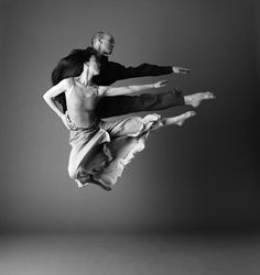 Parallel Jump- Stephen Pier and Miki Orihara - Nameless Garden Premier 2008 in Nagoya, Japan. Photo by John Deane.
