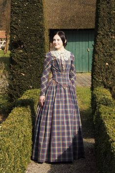 1845 German Day dress using Truly Victorian pattern - Historical Dresses 1800s Fashion, 19th Century Fashion, Victorian Fashion, Vintage Fashion, Fashion Women, Old Dresses, Vintage Dresses, Vintage Outfits, Historical Costume