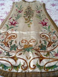 ANTIQUE FRENCH 18TH-CENTURY RELIGIOUS CHASUBLE  18TH-C  METALLIC EMBROIDERY