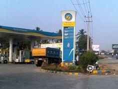 ಶನಿವಾರ ಸಂಜೆಯಿಂದ ಪೆಟ್ರೋಲ್, ಡೀಸೆಲ್ ಸಿಗೋಲ್ಲ  Read more at: http://kannada.oneindia.com/news/karnataka/petrol-pump-dealers-calls-for-strike-on-11th-april-093033.html  #strike #petrol