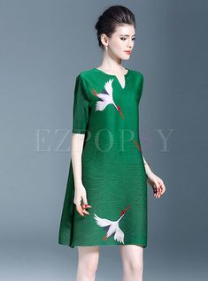 Shop Elegant Print Half Sleeve Shift Dress at EZPOPSY. Simple Outfits, Simple Dresses, Elegant Dresses, Chic Outfits, Batik Dress, Lace Dress, Fashion Over 50, Fashion Looks, Batik Fashion