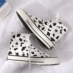 Milk Spots Hand-painted Canvas Shoes Code Andester for off ? Painted Converse, Painted Canvas Shoes, Colored Converse, Painted Sneakers, Hand Painted Shoes, Mode Converse, Converse Outfits, Skater Outfits, Emo Outfits