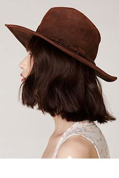 Winter Hats- Chic Winter Hats For Women Hat Hairstyles, Pretty Hairstyles, Bob Hairstyle, Medium Hair Styles, Short Hair Styles, Bon Look, Winter Hats For Women, Women Hats, Girl Short Hair
