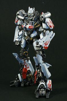 Revoltech Optimus Prime